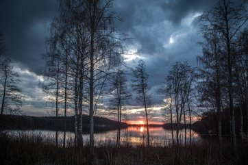 lake-scenery-1365288_1920 (2)Kertuu